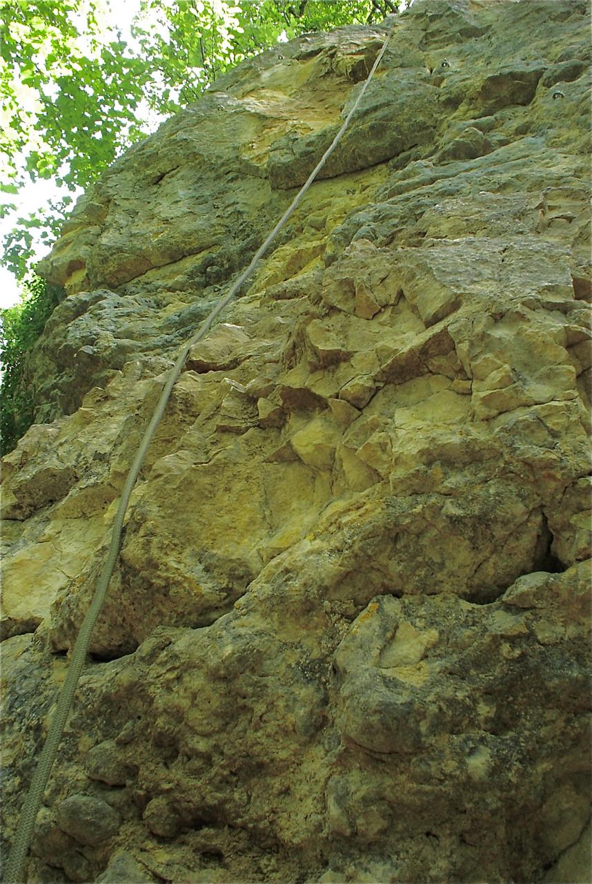 Une falaise moins jolie, c'est mieux qu'un grimpeur écrabouillé.