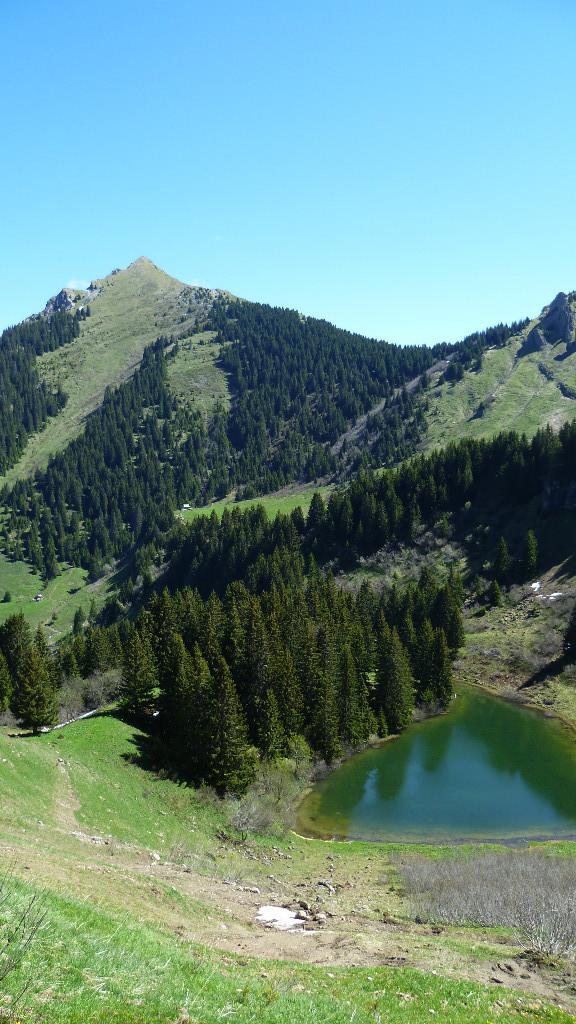 Lac de Damoz des Moulins et Pic de la Corne