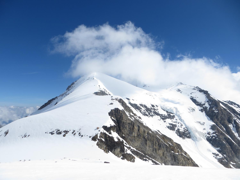 Klockerin in the clouds, Gruberscharte and the orange hut below