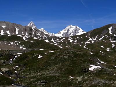 Col des Echelles des Chavannes (Bassa Serra) au 1er plan