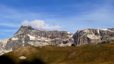 Mont Pelve (face E) et Roche Ferran à droite