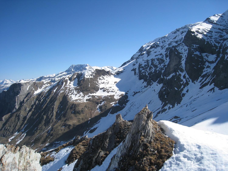 vers Pic de la VieilleFemme - Gd Bec en 2ème plan - depuis épaule du Roc Blanchon