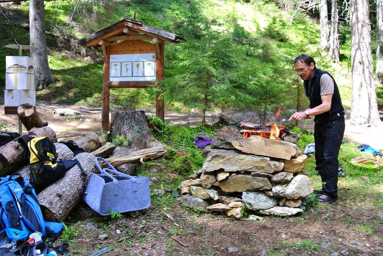 le barbecue reste là mais pas le cuisinier!