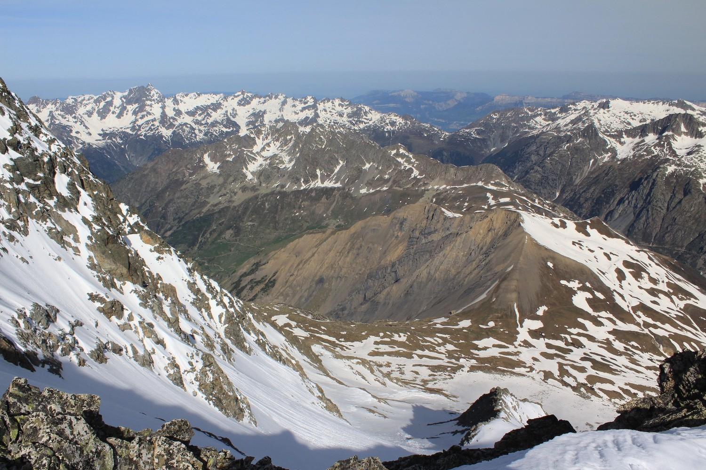 Vue vers le Col du Couard, les Aiguillettes de Vaujany, et le Massif de Belledonne