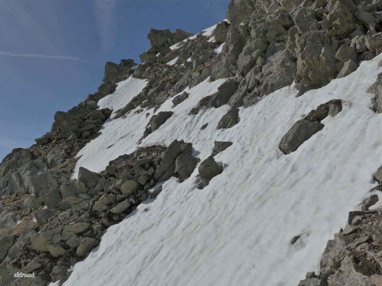 Dommage pas assez de neige pour descendre du sommet.