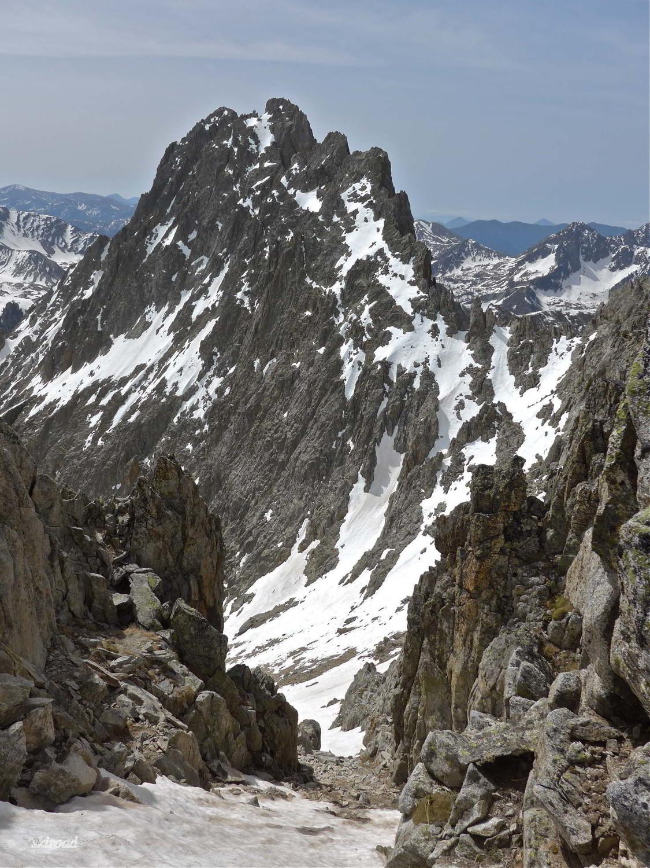 Il faudra descendre sur près de 50m à pied pour trouver la neige.