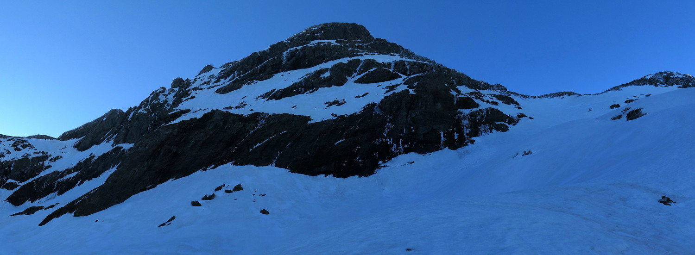 La suite, à droite la VN, à gauche la Face N, nous visons les bancs de glace :)