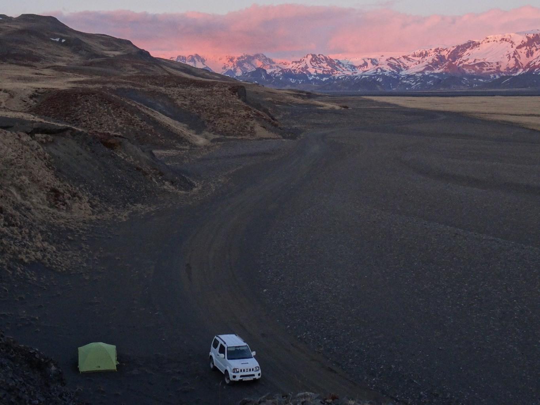 le camp la veille avec couché de soleil sur Thosmork et le Myrdal