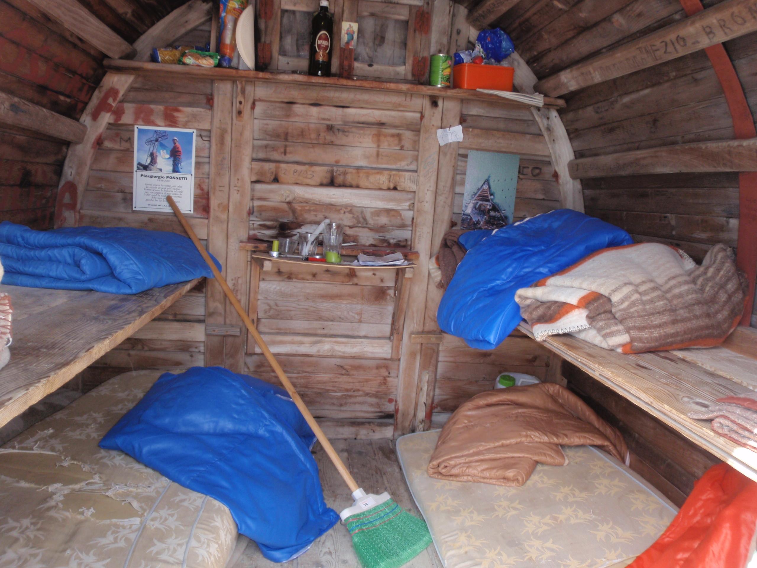 bivouac dei amici del cai cavour ou bivouac de la pointe de venise. Black Bedroom Furniture Sets. Home Design Ideas