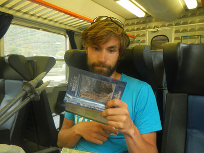 On révise le topo et les cartes dans le train