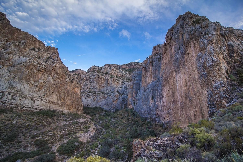 L'entrée du canyon depuis le haut de la marche d'approche