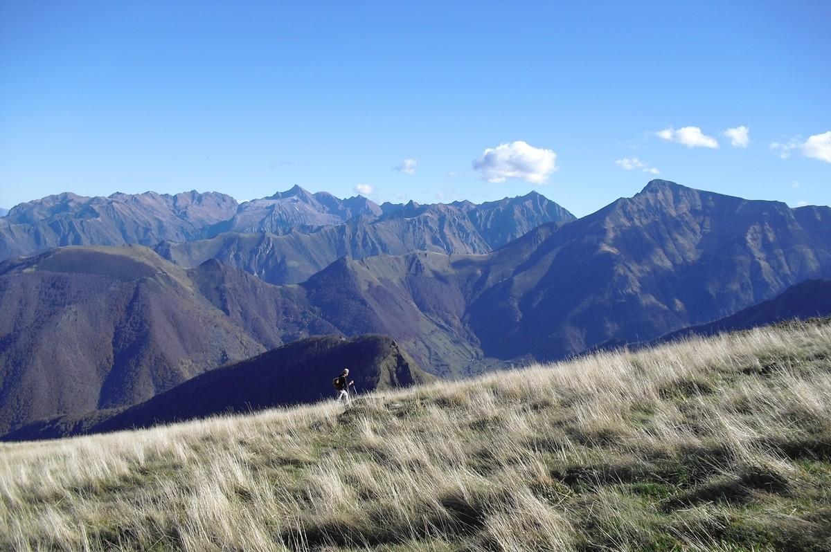 Montée au dessus du col de la Célade, devant le Valier, le Barlonguere et la Mail de Bulard