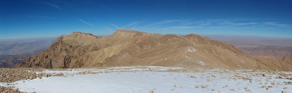 Vu du sommet sur la chaîne de Dena