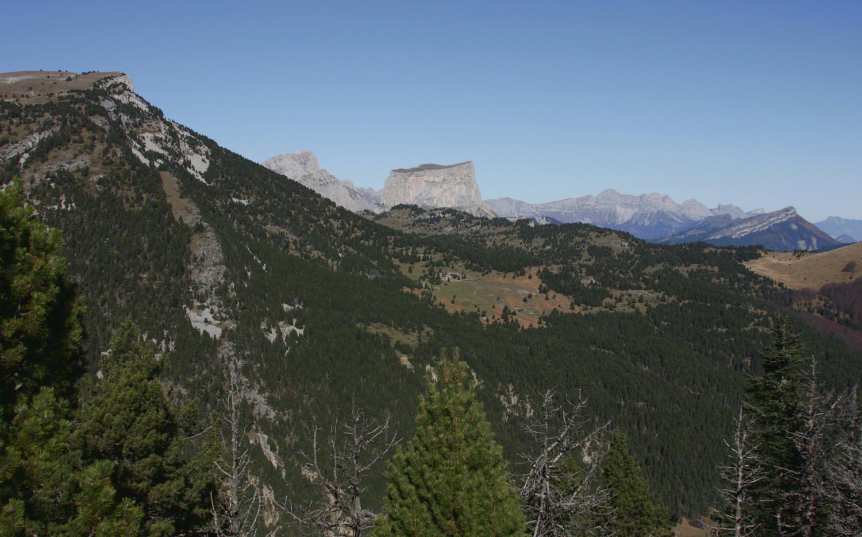 Montagnette, Grand Veymont et Mt Aiguille, balcon E du Vercors, Rochers du Bacconet... vus du Serre de Beaupuy vers le N.