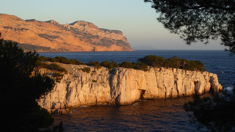 Soleil couchant sur le Cap Canaille et les dernières calanques