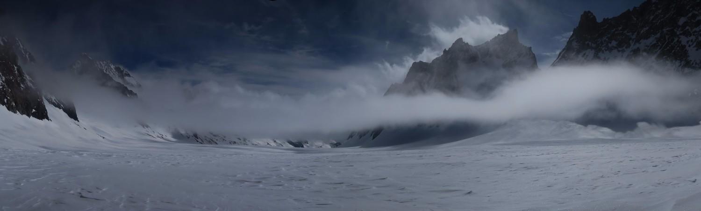 La brume envahit le glacier