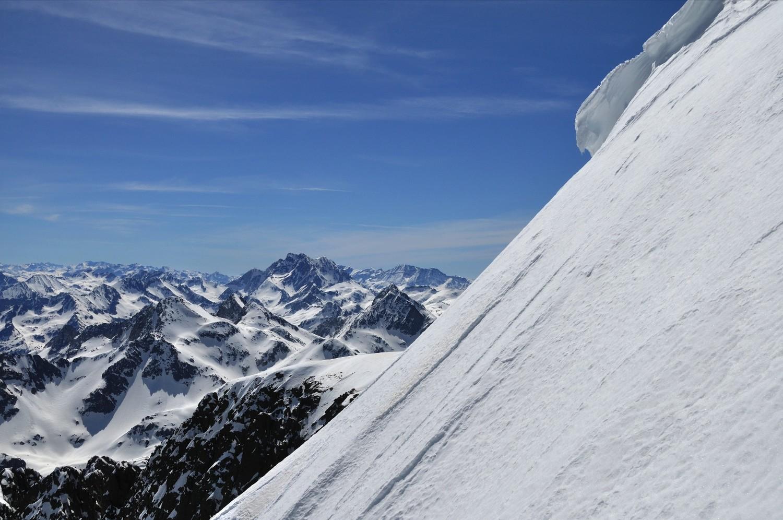 De beaux sommets au loin