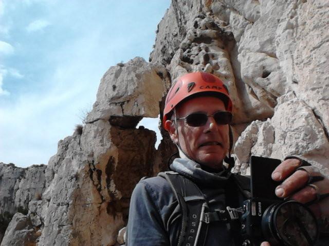 On bute sur le bastion final : au-dessus du casque de Michel, la belle longueur des taffonis
