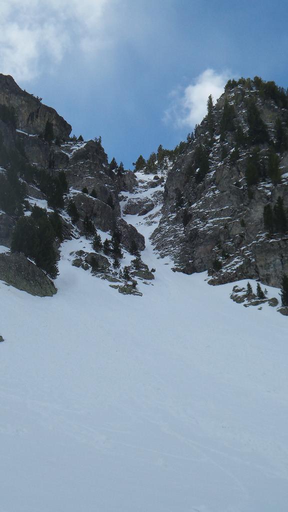 Le couloir N du sommet 2230m de la crête des Perlets