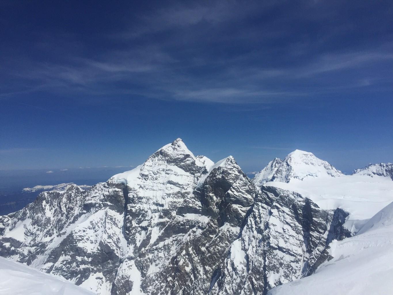 Jolie vue sur l'arête terminale de la Jungfrau que nous ferons demain!