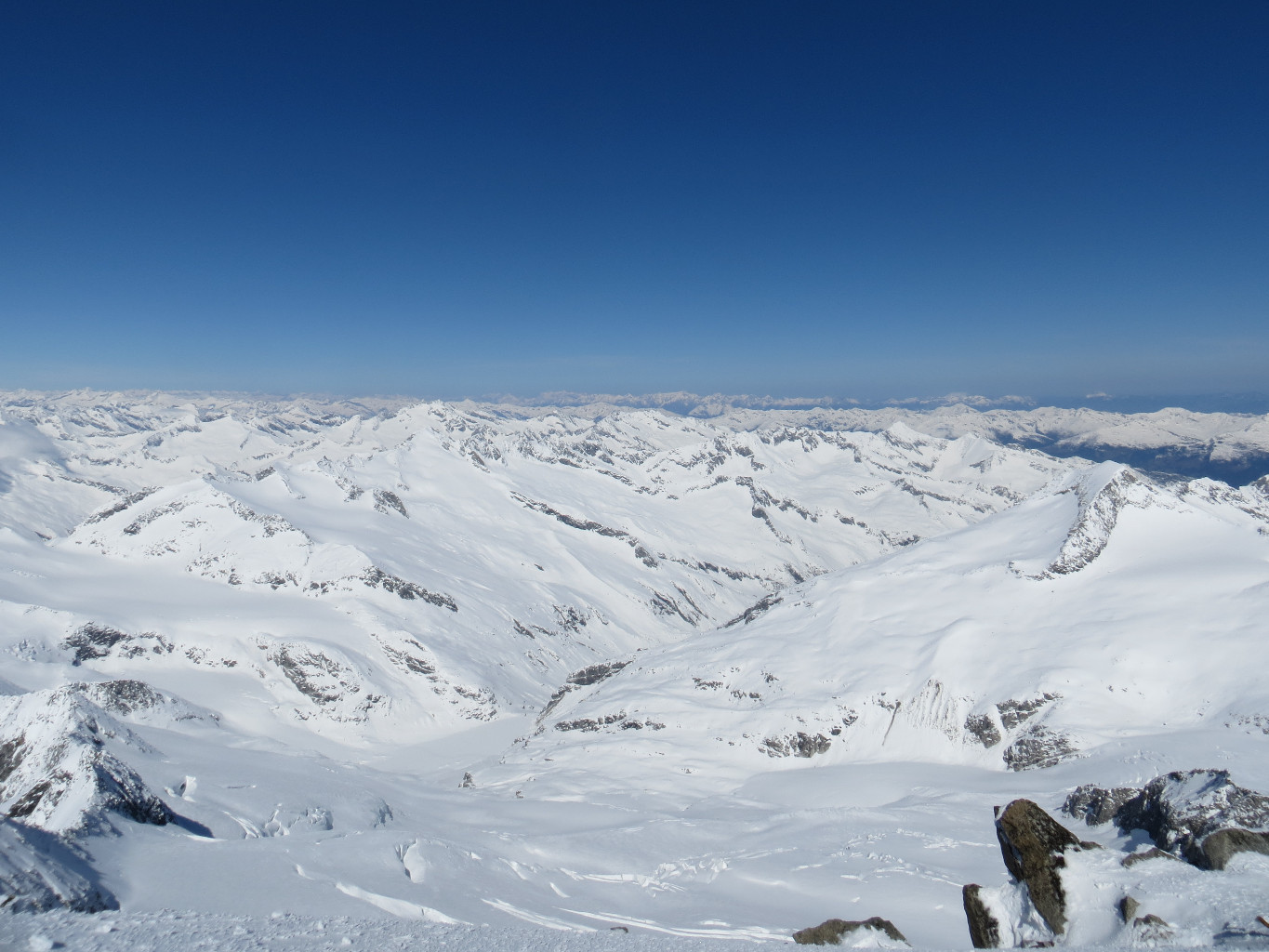 Looking N from the summit. Kuerssinger huette in the middle, Kesskogel on the R