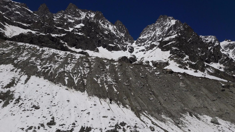 La moraine du glacier Noir et le Col de la Grande Sagne