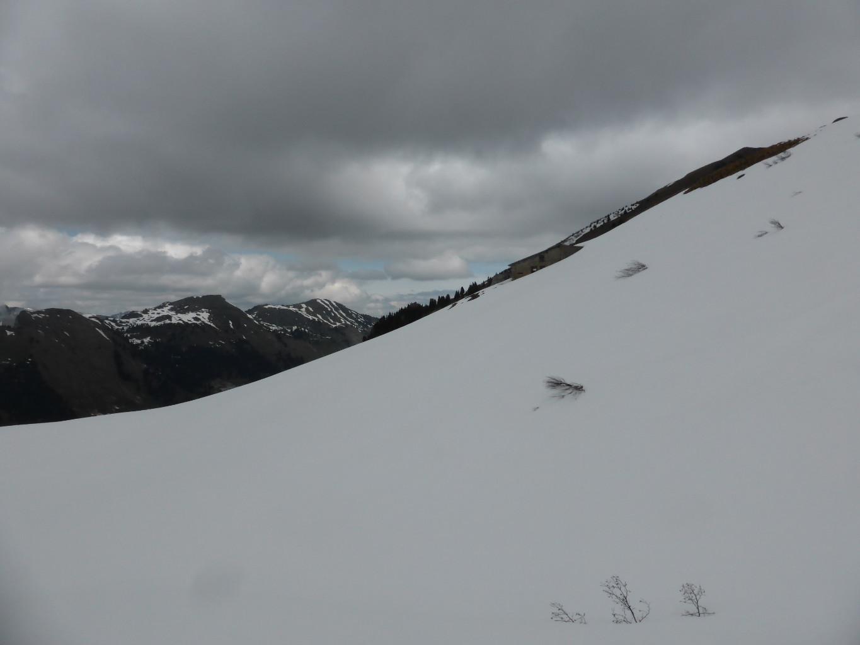 Le chalet d'alpage de Lioson avant de remonter au col de Mayen
