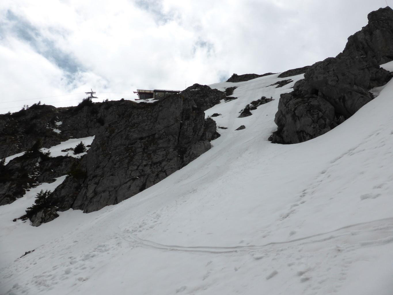En bas du versant E de la Berneuse