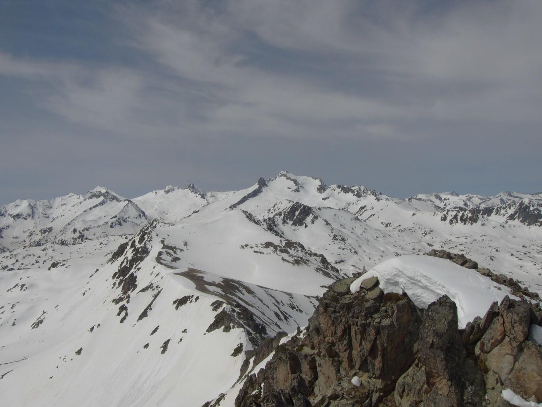 Du pic d'Aygues Cluses, très belle vue sur le Néouvielle et le pic Long.