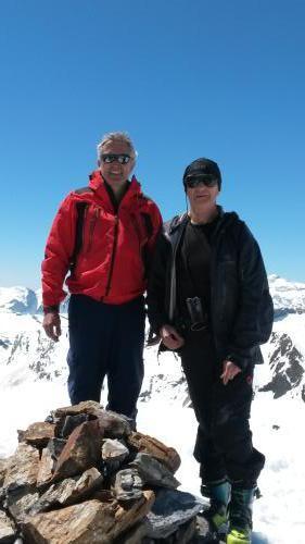 bernard et Néné au sommet de l'Estaragne (photo aimable prise par un duo de Luchonnais)