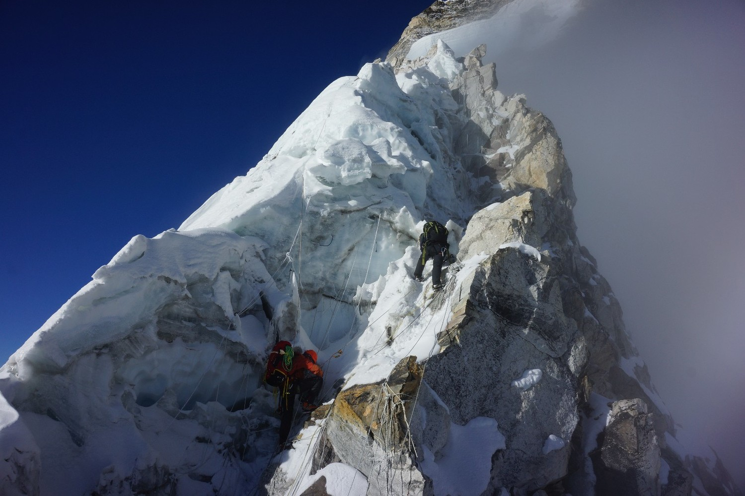Ama Dablam May 8 2016 : the mushroom ridge ; Jean-Baptiste Renié