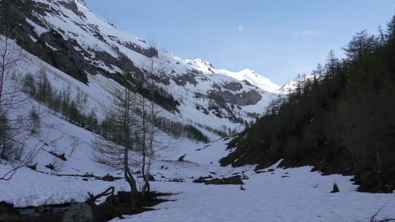 Vallon de la Derbonne (encore bien enneigé, vers 1700m.)