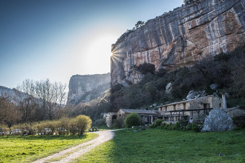 Auberge des Seguins et falaises de Buoux