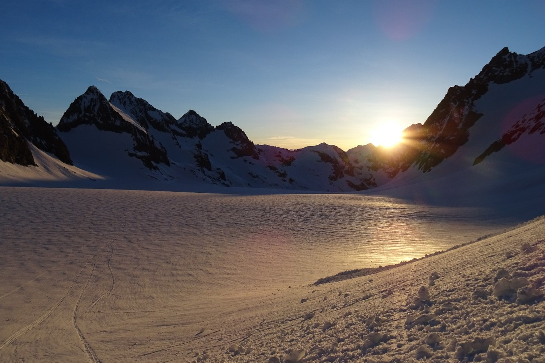Replat du glacier blanc à l'aube