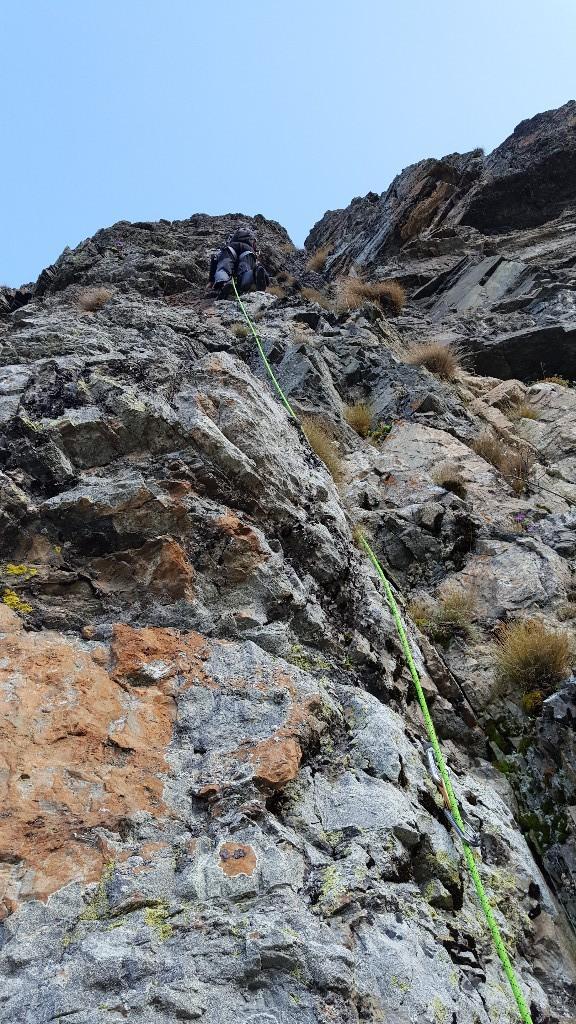 L4: dièdre puis jolie grimpe verticale
