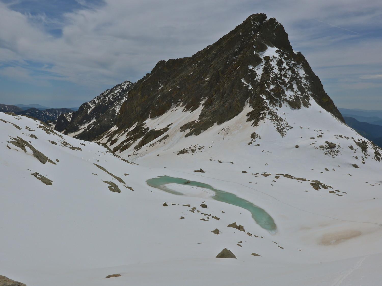 Cime de Baissette et son lac.