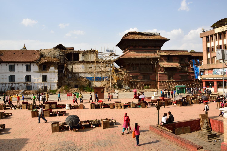 Kathmandou, Durbar Square. Tout n'est pas démoli mais ce qui l'est n'a pas beaucoup bougé depuis 1 an...