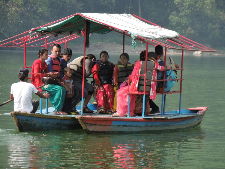 Pokhara, Phewa Tal. Tout le monde n'aime pas le pédalo...