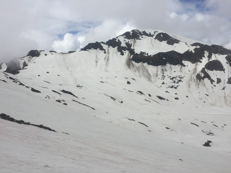 Patenaille à gauche, Pointe de Vorlaz au centre