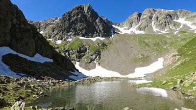 Lac de Blantsin la pointe et Fontanabran à droite