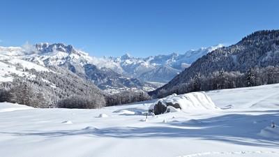 La Pierre Fendue sous la neige