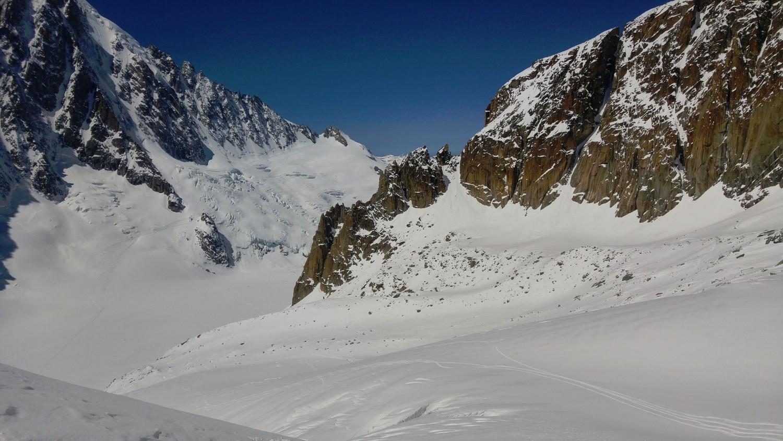 Glacier des Amethystes, left skier side seems to offer better skiing