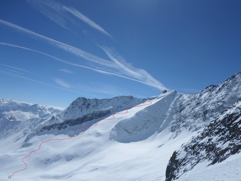 La Rorspitzli con l'itinerario seguito dalla quota 2350/triangolo) per agganciare la normale sciistica alla cima.