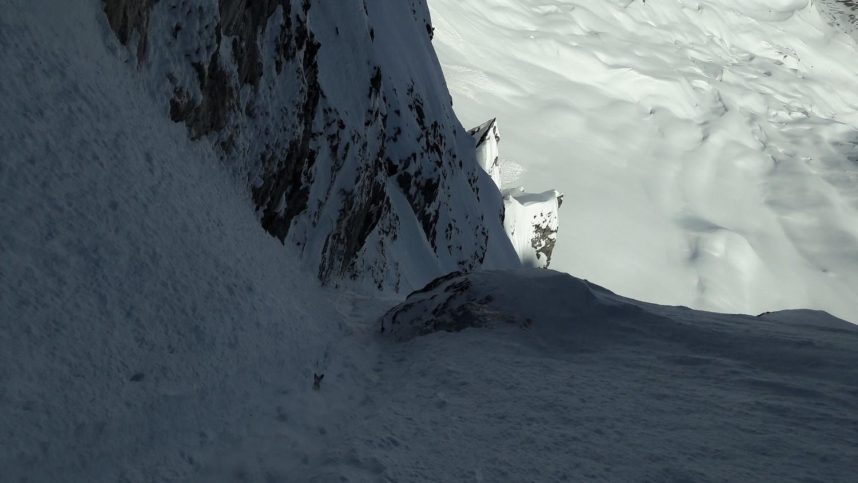 Goulotte, pente très raide et mauvaise neige = déchaussage sur 5 mètres à la descente