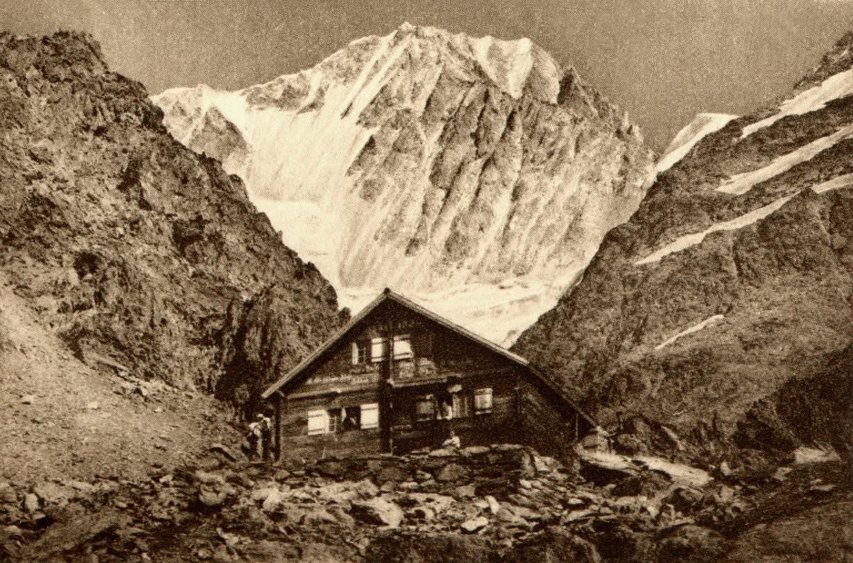 Bietschhorn et cabane du Bietschhorn par Gyger