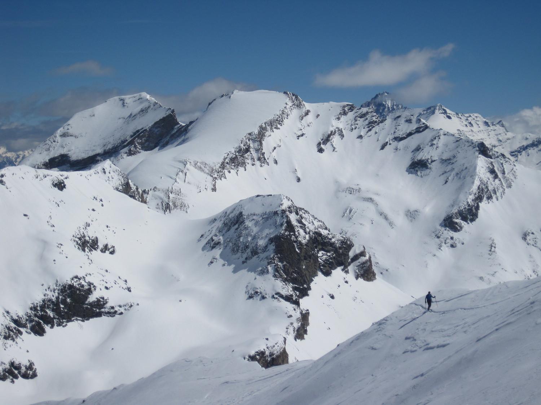 In cresta con Aouille e Taou Blanc sullo sfondo