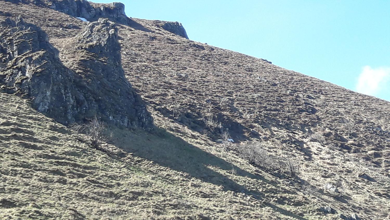 Les Roches à gauche sur la photo