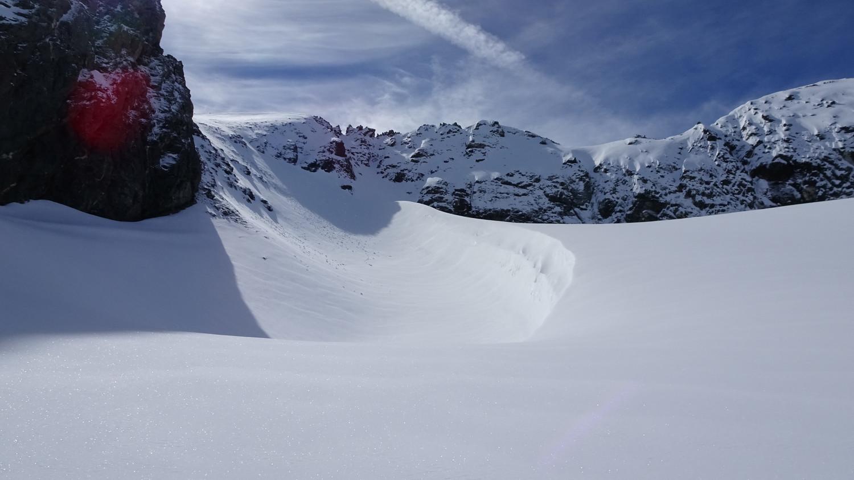 A gauche, le passage raide pour rejoindre le glacier du gros Caval