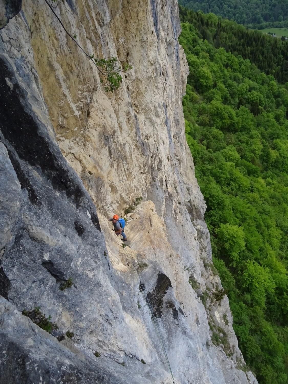 Dans le rocher jaune