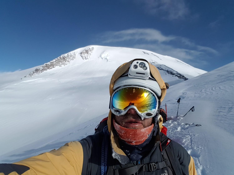 Sommet ouest depuis la traversée sous le sommet est (5250m)